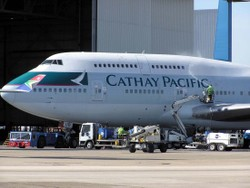 Cathay_b747400_bhud_cleaning_arp